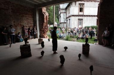 Jasmin Schaitl, Performance Connected Balance, Konteksty 2017, Sokoàowsko, fot. Polak Grzegorski (40)_sm